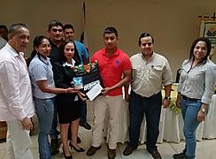 Evento de premiación a 11 estudiantes graduandos del INA