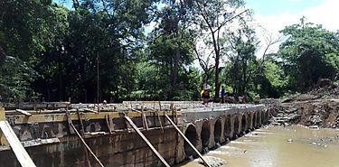 Se construye nuevo vado en río Potrero de La Pintada