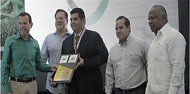 Arturo Fuentes mejor profesional de las Ciencias Agropecuarias 2017