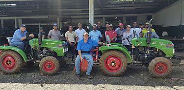 MIDA entrega mini tractores a regionales de Veraguas Herrera y Coclé