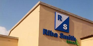 Productores de ñame de Herrera firman acuerdo con Riba Smith