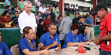 Gobierno paga a dueños de fincas para reactivar producción bananera
