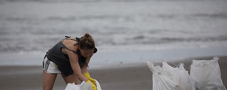 Adidas recoge más de una tonelada de desechos en playas de Morrillo