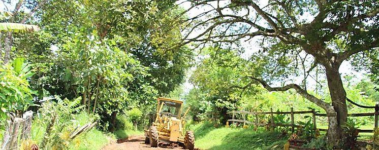 Avanzan con la reparación de caminos de producción en la provincia de Herrera
