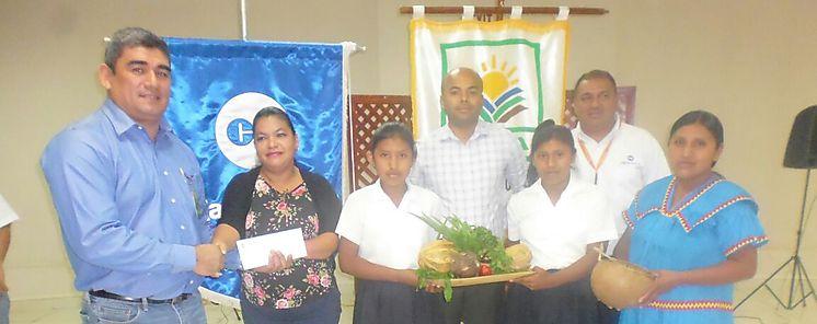 MIDA Meduca y Caja de Ahorros entregan premios a escuelas ganadoras de concurso de huertos
