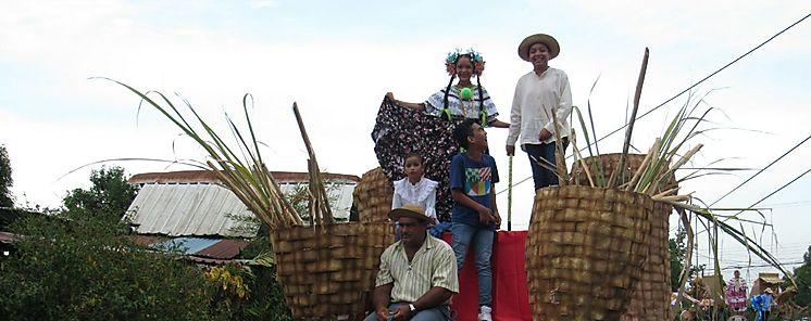 La caña de azúcar da vida al festival más antiguo del país